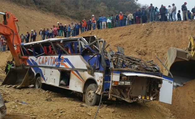 Micro cayó a un barranco en Bolivia: 11 muertos