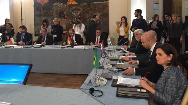 Arce denuncia caso de los 9 detenidos en foro de Mercosur