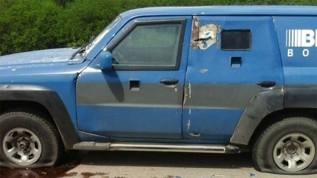 Robo millonario: A balazos asaltan a un vehículo blindado en Santa Cruz.