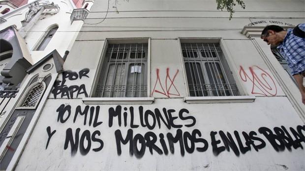 Presidenta Bachelet condenó atentados contra iglesias en Santiago