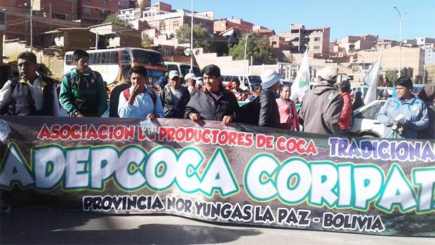 Policía vuelve a intervenir bloqueo de cocaleros; reportan varios detenidos