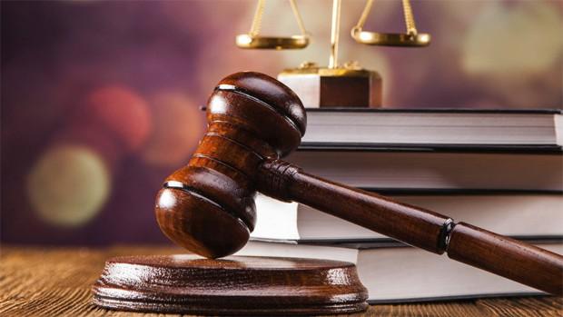 Destituyen al fiscal acusado de violar a su hija