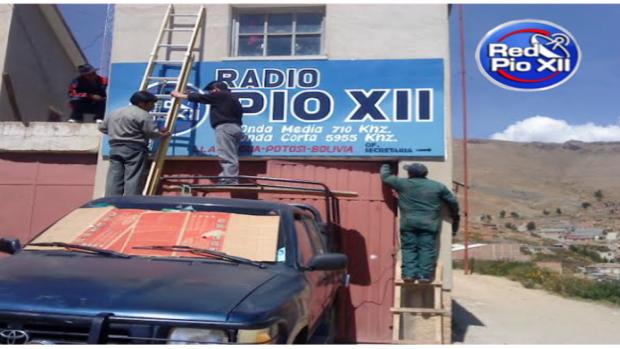 Pio XII, Una radio que se hace pueblo