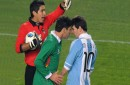 Raldes a empujones con Messi, Copa América Argentina 2011